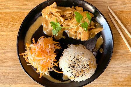 Курица с рисом в сычуаньском соусе