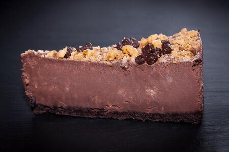 Чизкейк с шоколадом и орехами