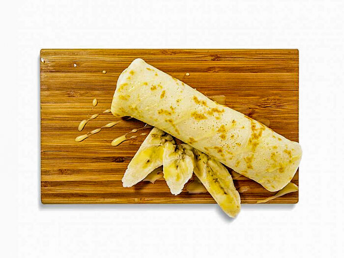Блинчик с бананом и карамельным топпингом