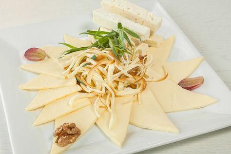 Плато грузинских сыров