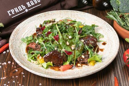 Теплый салат с курицей жареной на гриле