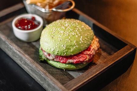 Бургер Манхеттен с рваной говядиной
