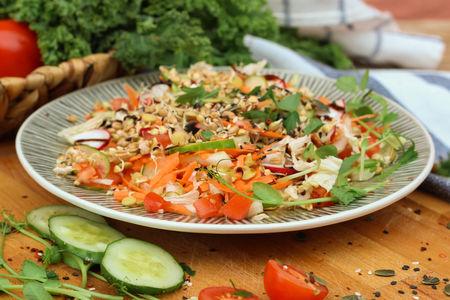 Салат с пророщенным зерном