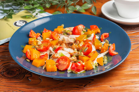 Салат из маринованного цыпленка и тыквы по-венгерски