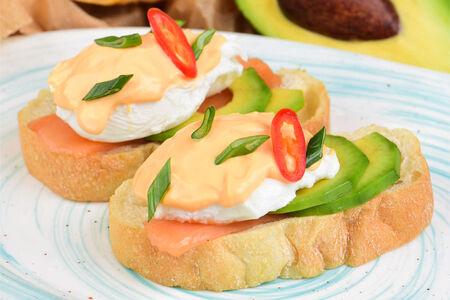 Яйца пашот с лососем