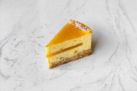 Постный торт манго-маракуйя