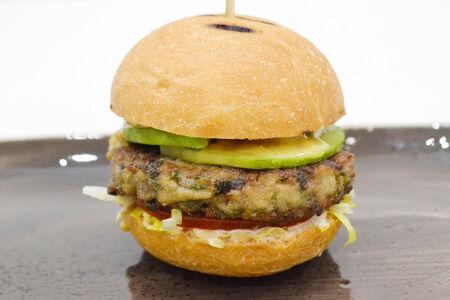 Мини-бургер с грибной котлетой