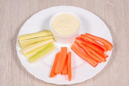 Овощные палочки с соусом дор-блю