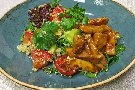 Салат с цыпленком гриль и кускусом