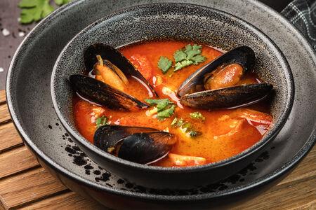 Суп в тайском стиле с морепродуктами