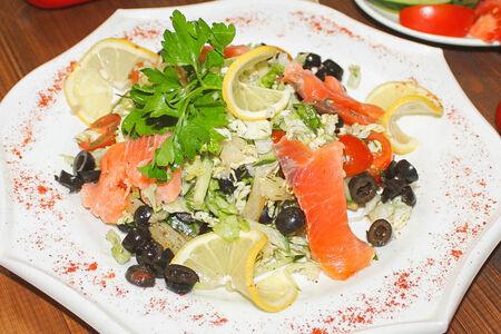 Салат Южный с лососем