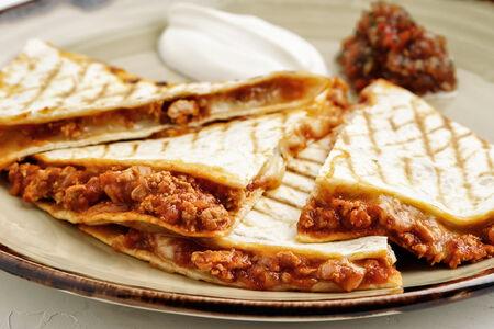 Кесадилья Болоньезе с цыпленком