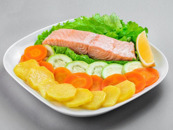 Семга с овощами на пару