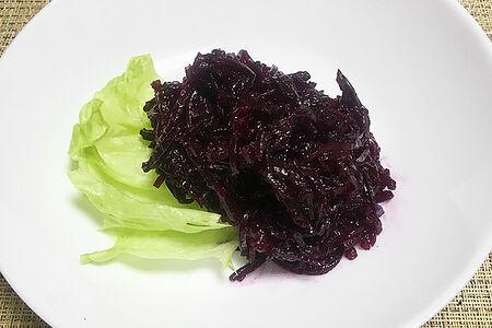 Салат из отварной свеклы с подсолнечным маслом