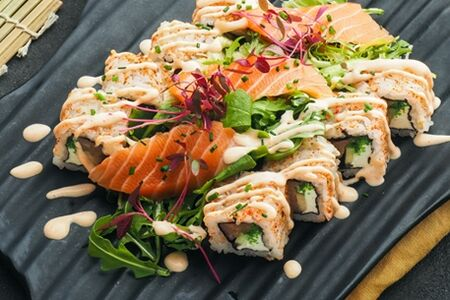 Ролл-салат с сашими из лосося