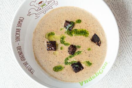 Крем-суп из белых грибов с гренками из бородинского хлеба