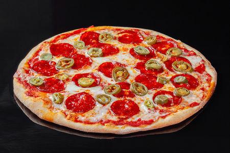 Пицца Пеперони и халапеньо