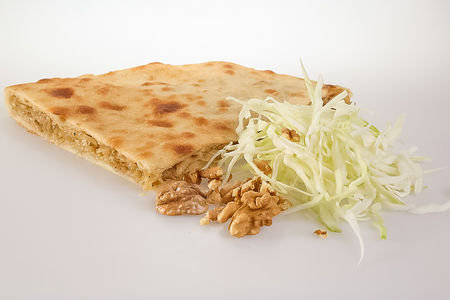 Пирог с капустой и грецким орехом