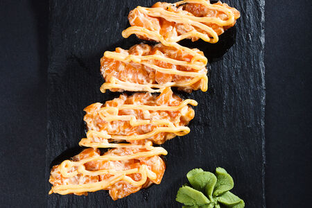 Ролл фирменный Спайси с лососем