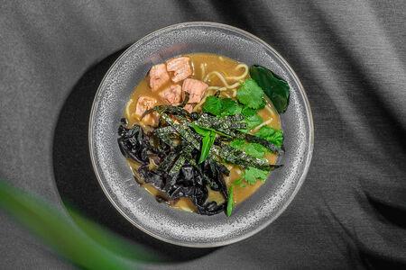 Суп с лососем и морепродуктами
