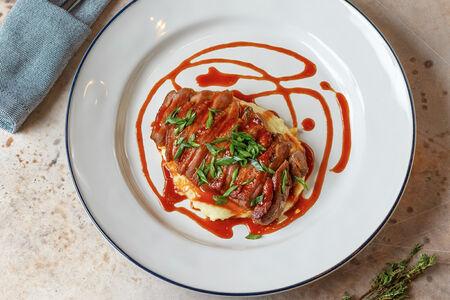 Утка с пюре из печёного  картофеля с соусом хойсин
