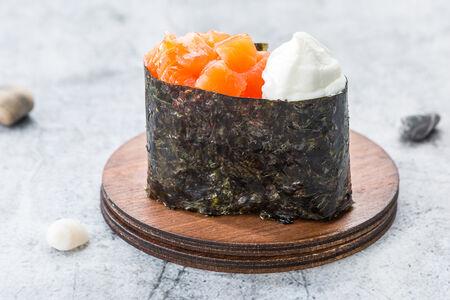 Суши лосось-сливочный сыр