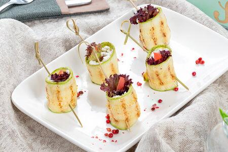 Рулетики из цукини с сырной начинкой