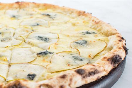 Пицца Горгондзола и груша