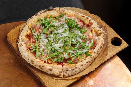 Пицца с пармой и моцареллой