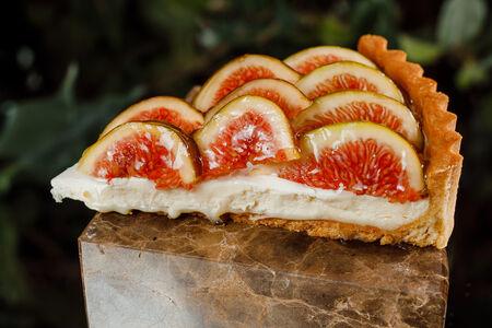 Тарт с сезонными ягодами