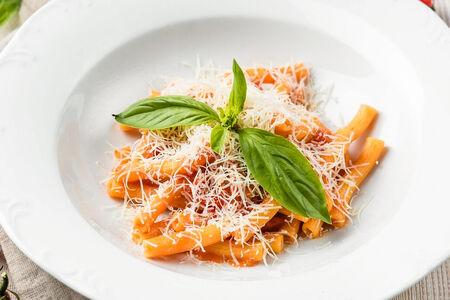 Паста с неаполитанскими томатами и рикоттой