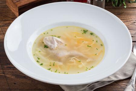 Суп из перепелки в ароматном бульоне с домашней лапшой