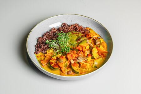 Карри с киви-соусом и красным рисом