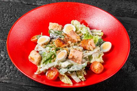 Салат с лососем домашнего копчения