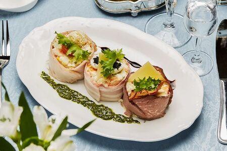 Салат Оливье с тремя видами мяса и раковыми шейками