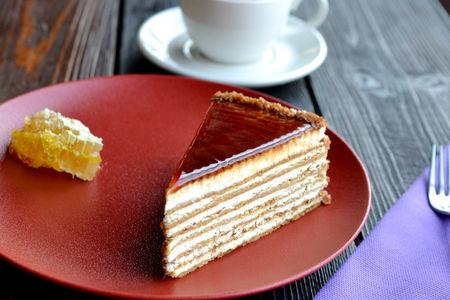 Медовый торт с фисташковым кремом