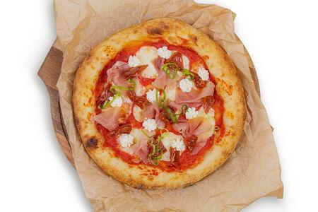Пицца с прошутто и сливочным сыром