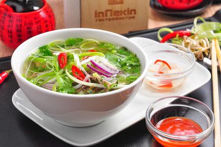 Пряный вьетнамский суп Фо Бо с лапшой