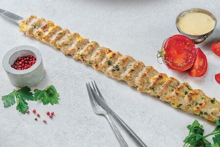 Кебаб из цыпленка с фирменным сырным соусом