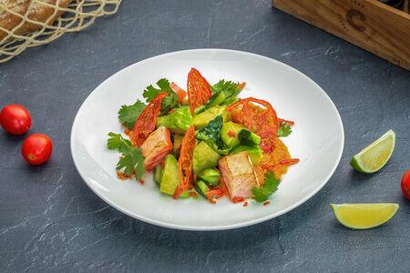 Салат Авокадо гриль с лососем