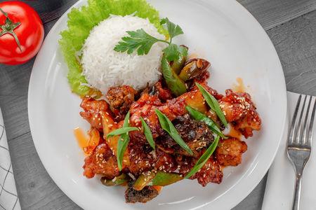 Курица в чесночном соусе с рисом