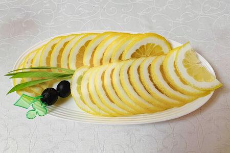 Лимон нарезной