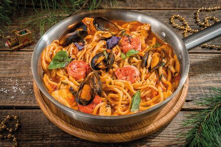 Лагман с морепродуктами в соусе биск
