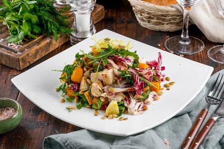 Салат с запеченной тыквой и копченой курицей
