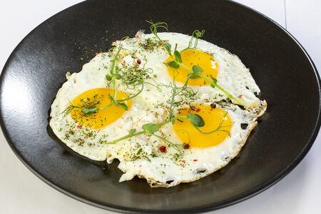 Глазунья из трёх яиц