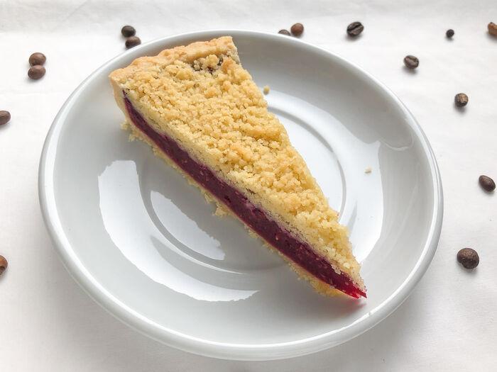 Пирог малиновый с миндалем