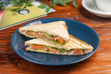 Сэндвич с семгой слабой соли