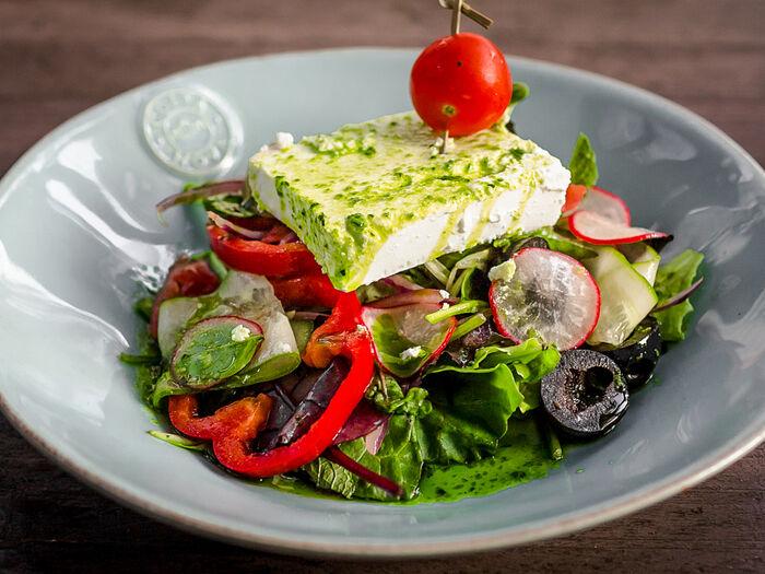 Салат Овощной с сыром фета в маринаде из песто
