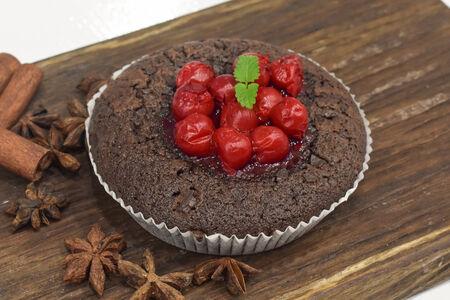 Брауни шоколадный с вишней