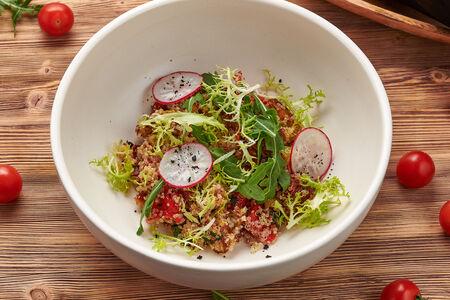 Салат с киноа, баклажанами и томатами